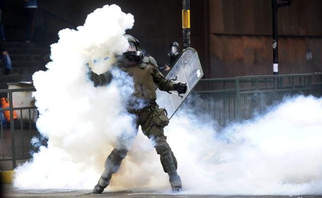 Armas químicas para reprimir: estudio revela que lacrimógenas usadas por FF.EE. producen cianuro en el organismo